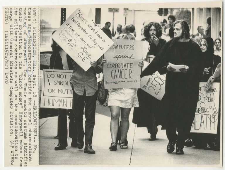 Computers Spread Corporate Cancer [Press Photo of Honeywell Demonstration]